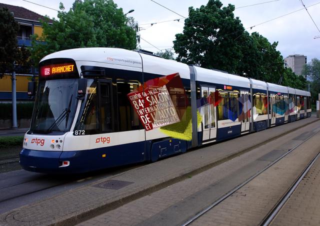 Declinaison: Autocollant publicitaire sur les trams genevois